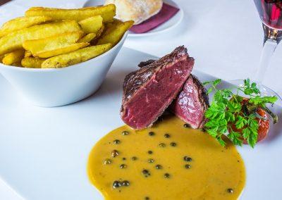 Rumsteck race Aubrac, pommes de terre frites et sauce poivre